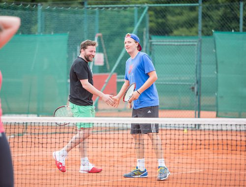 Tennisspieler am Feld beim Sommerfest 2014